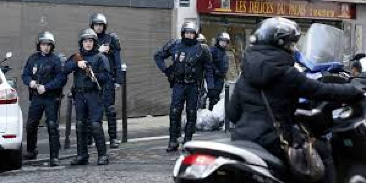Pandillas violentas en Francia: atacan con fierros y fuegos artificiales una comisaría en Valle del Marne
