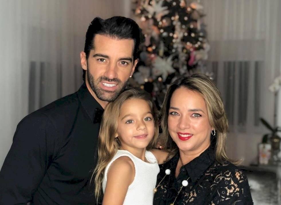 Adamari Lopez con looks elegantes