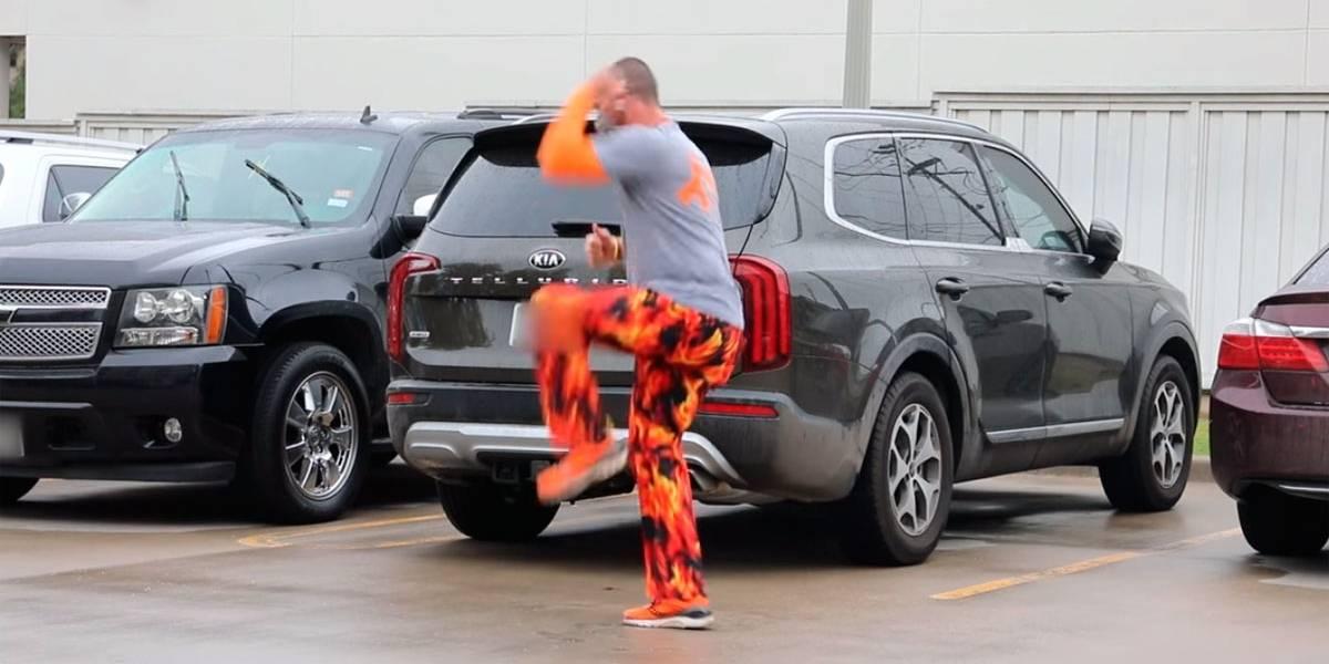 Vídeo: Pai dança no estacionamento do hospital para filho internado com câncer