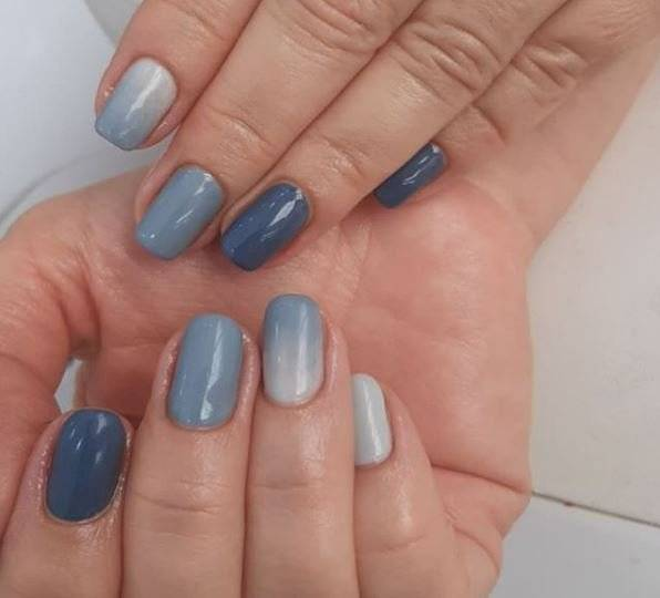 Diseños de uñas en tonos grisas