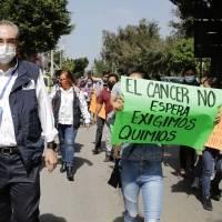 Gobierno de Puebla culpa a Federación por desabasto de medicinas