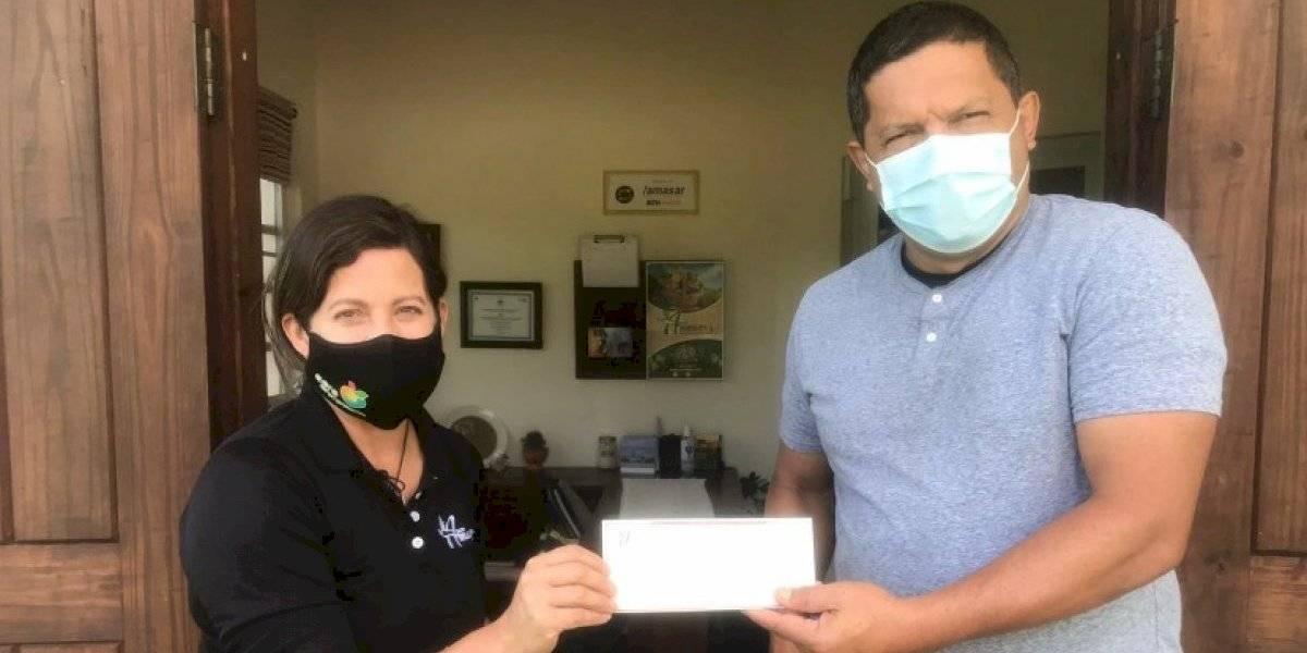 Director de escuela en Utuado vende panas para pagar reparaciones en el plantel
