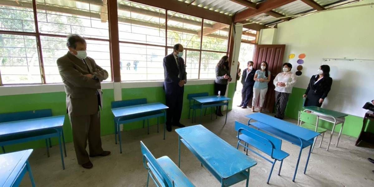 COE autorizó a 79 planteles educativos para volver a clases presenciales