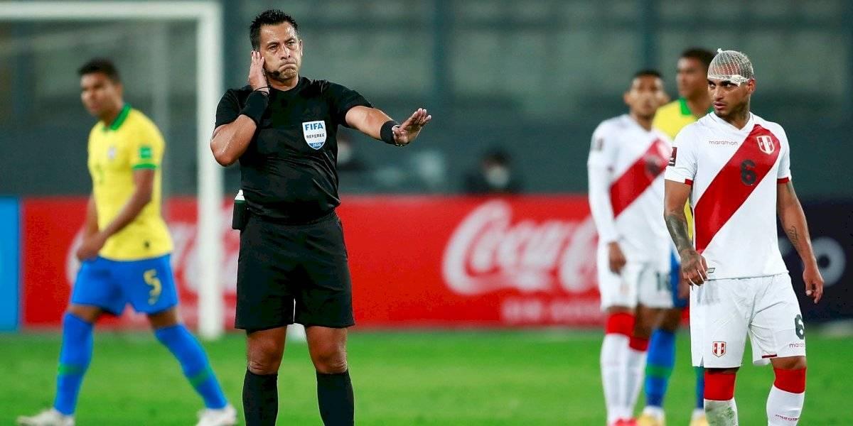 Hinchas peruanos invaden con insultos el Facebook de Julio Bascuñán: pero no era la cuenta del árbitro