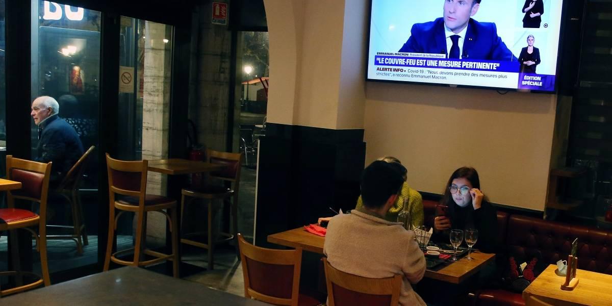 Francia impone toque de queda por resurgimiento de COVID-19