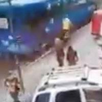 """Ciclista fue atropellado en Quito producto de una """"carrera"""" de buses"""