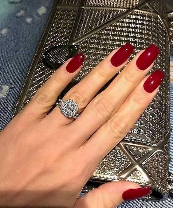tonos de uñas oscuros