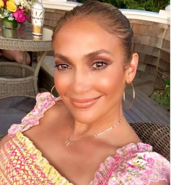 Jennifer Lopez muestra sus líneas de expresión