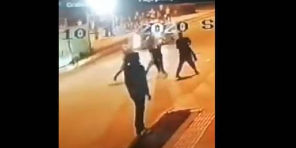 (VIDEO) Policía disparó y mató a hombre que lo estaba agrediendo con un cuchillo