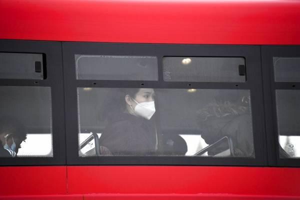 Reino Unido pone a Londres en el segundo nivel más alto de alerta tras aumento de casos de coronavirus