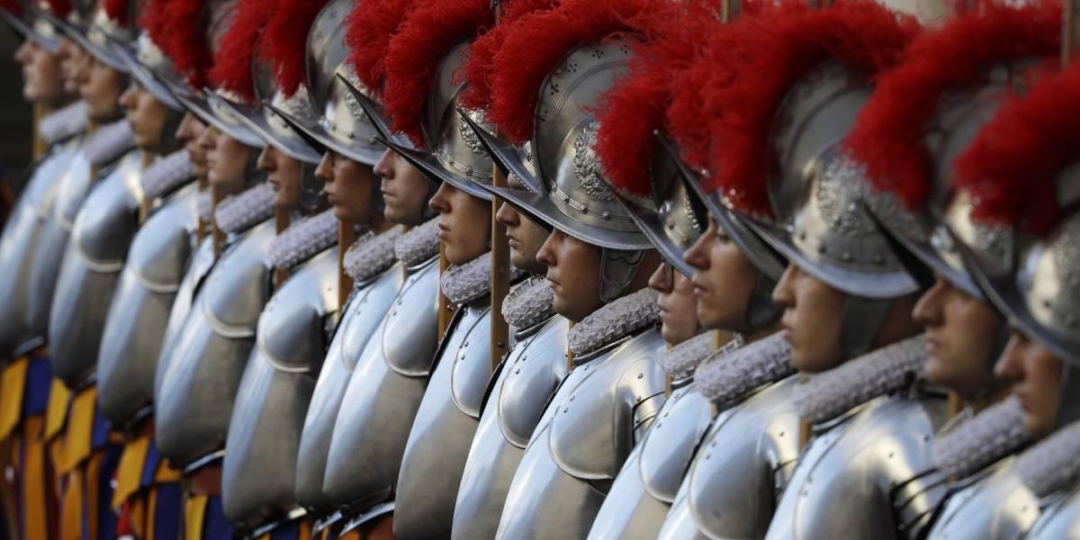 11 miembros de guardia del Papa en el Vaticano tienen coronavirus