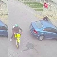 Motoasaltantes roban automóvil en unidad habitacional de Chalco