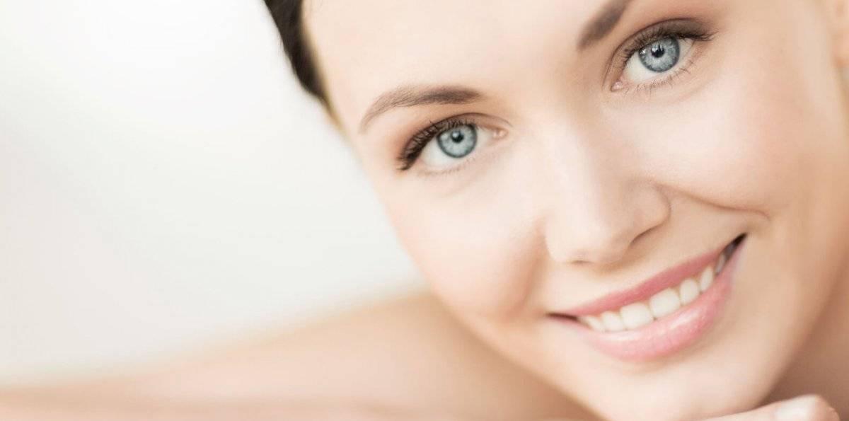 El sol, la falta de humedad y los productos químico tienden a deshidratar la piel