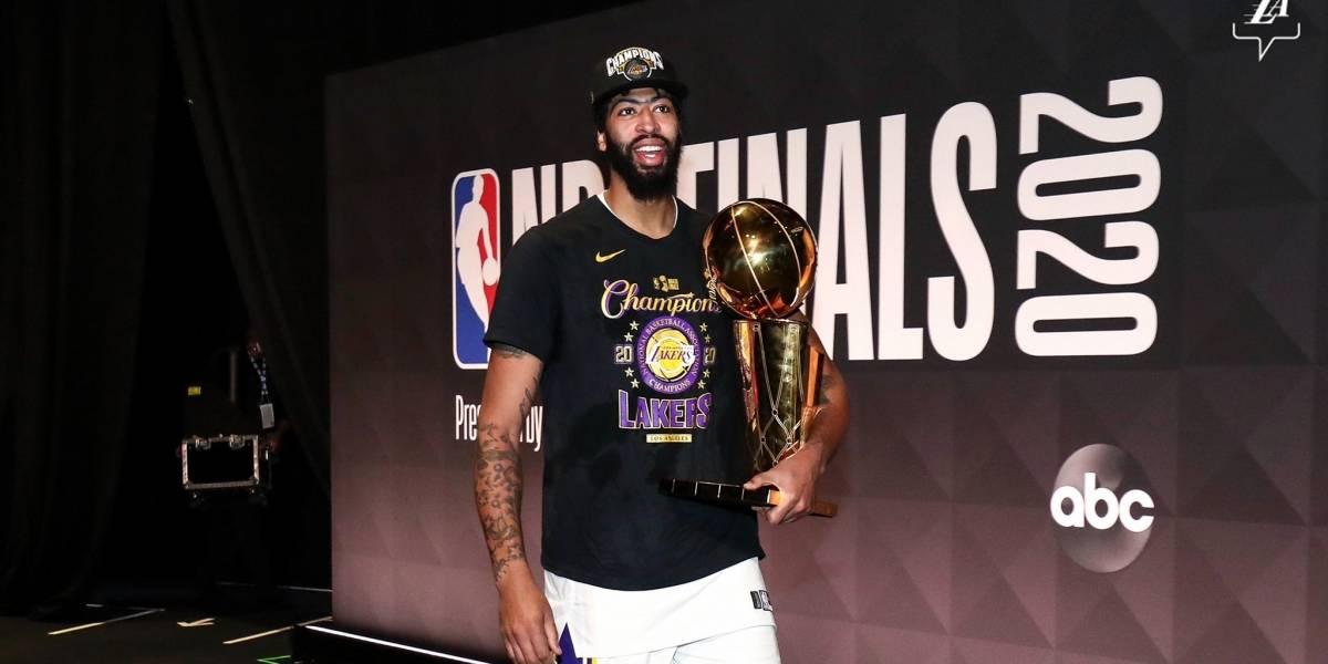 Los millones que ofrecen los Lakers para amarrar a Anthony Davis