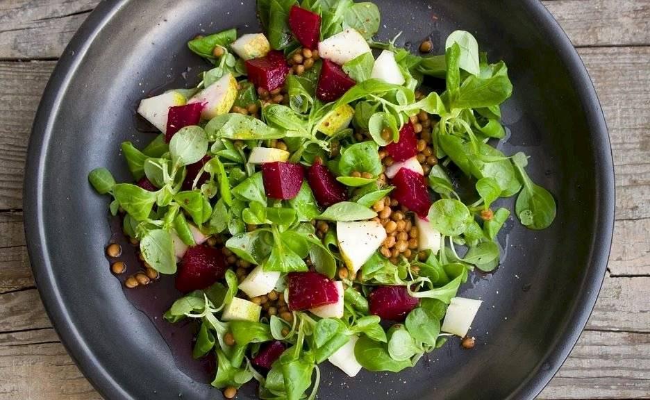El consumo de remolachas en ensaladas o jugos naturales refuerza el metabolismo celular y el sistema inmunológico.