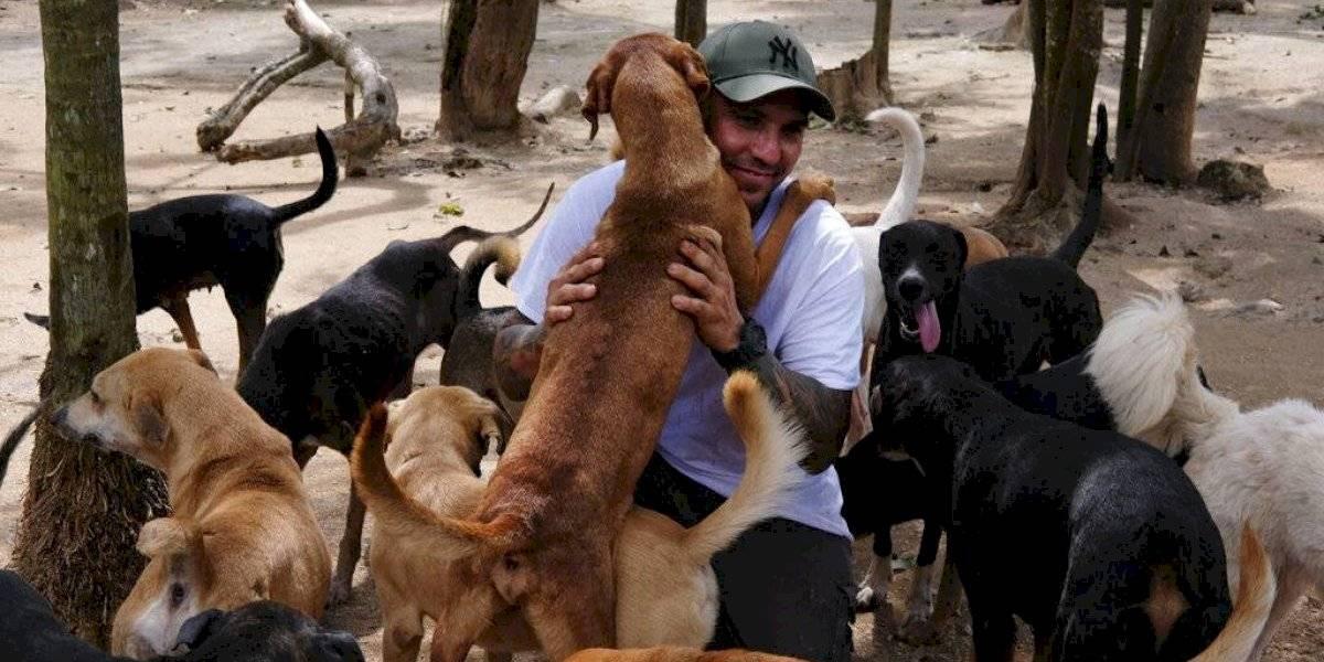 Hombre salvó a cientos de animales al darles refugio en su casa durante paso del huracán Delta