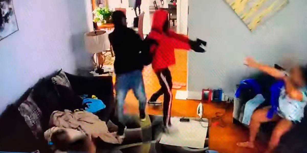 Vídeo mostra garoto de 5 anos 'lutando' com assaltantes para defender sua mãe