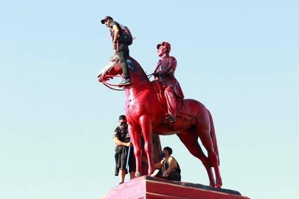"""Ejercito condenó que pintaran estatua del General Baquedano: """"Fue vulnerado por personas que vuelcan su resentimiento y frustración"""""""