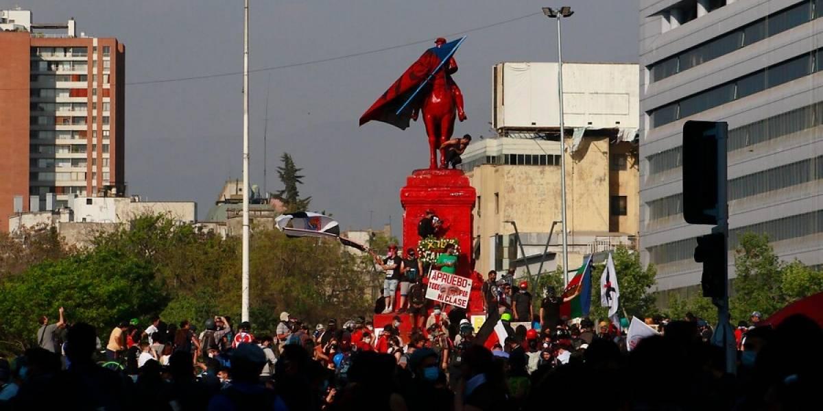 """Javier Olivares alegó por lo que manifestantes """"han hecho con miles de vecinos, comerciantes y ahora al General Baquedano"""""""