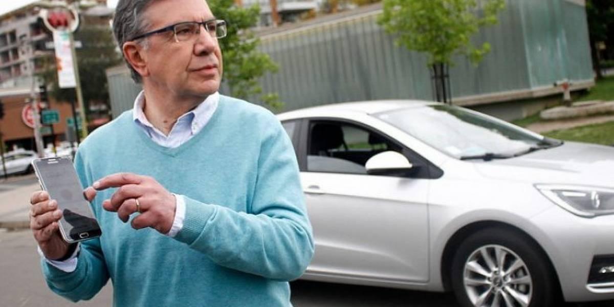 Campaña auto seguro de alcalde Lavín: ofrece GPS antirrobos a los vecinos de Las Condes con automóviles Jeep y Dodge