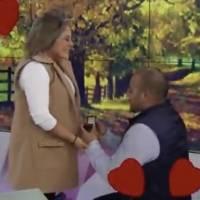 Le piden matrimonio a conductora de Canal Once ¡Durante noticiero en vivo!