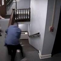 Vídeo flagra preso fugindo de tribunal pouco antes de receber a sentença