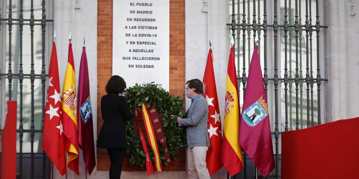 España.- Una placa en la Puerta del Sol recuerda a las víctimas de la Covid-19