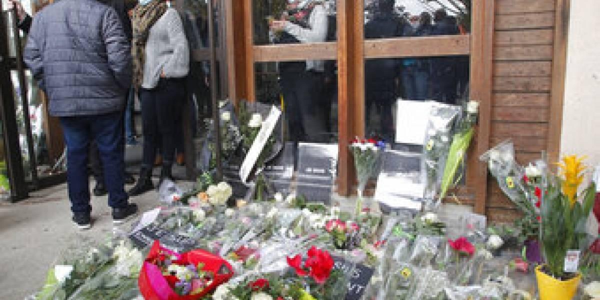 Homenaje al profesor decapitado por un refugiado checheno en París lo mató por mostrar caricatura de Mahoma
