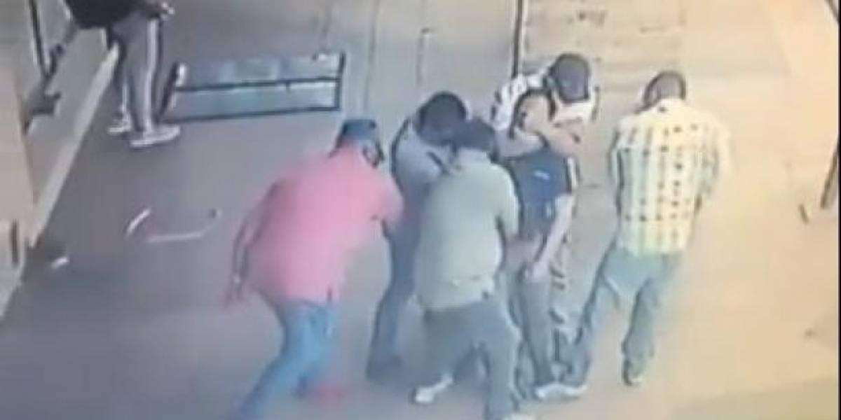 Cinco sujetos asaltaron a un hombre en el centro de Guayaquil; Policía se pronuncia
