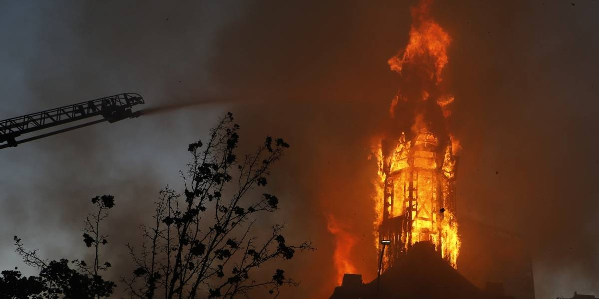 "Bolsonaro asegura que en Chile hay ""cristofobia"" tras quema de iglesias"