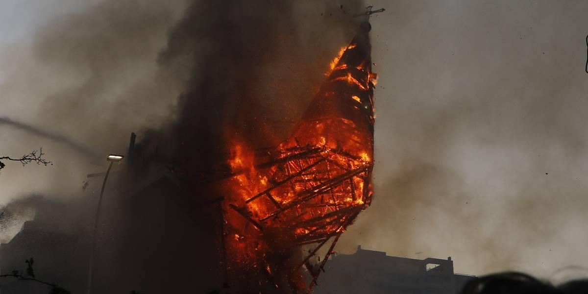 Cúpula de la Iglesia de la Asunción cae hecha escombros a raíz del incendio que consume al templo