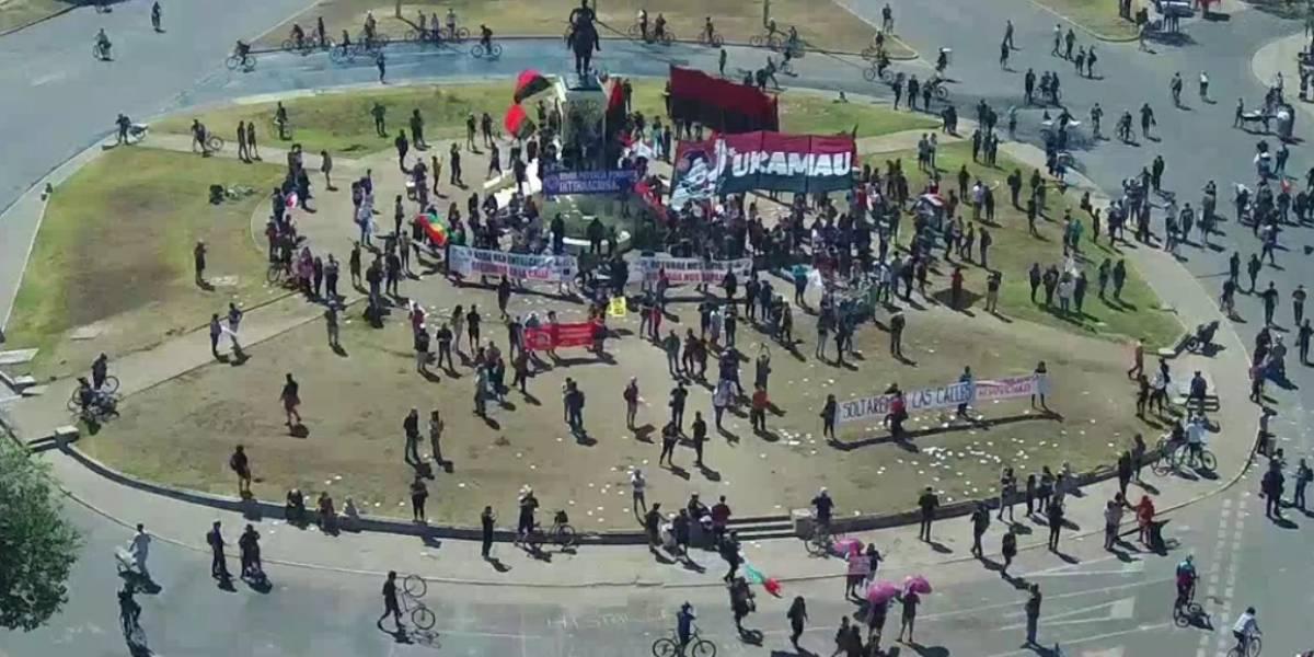 A un año del estallido social: se empiezan a congregar manifestantes en torno a la Plaza Italia