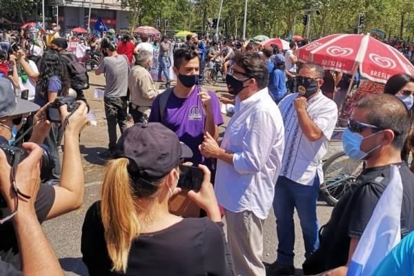 """Daniel Jadue tras ser expulsado de Plaza Baquedano: """"Trataron de agredirnos, pero no caímos en la provocación"""""""