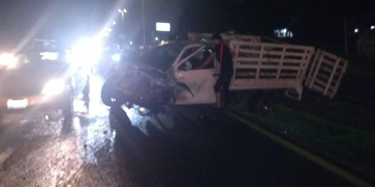 Colisión de dos camionetas provoca dos muertos en Tlajomulco, Jalisco