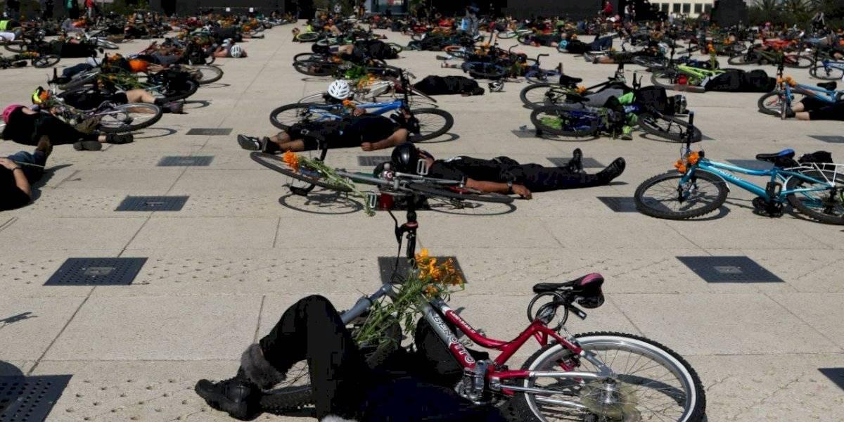 'Luto ciclista': Realizan protesta en el Monumento a la Revolución por ciclistas atropellados