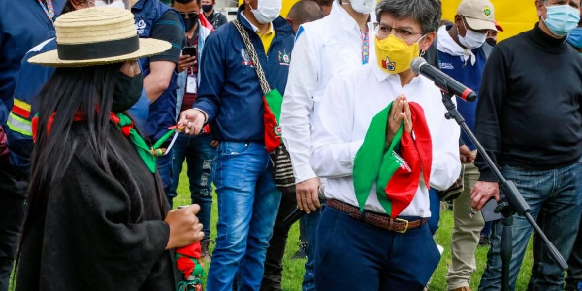 Claudia López critica al uribismo por apoyar marchas pro-Uribe y rechazar la minga indígena