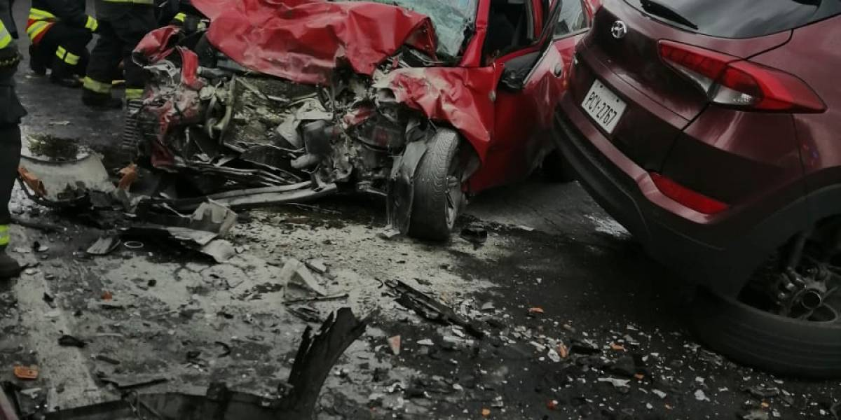 Cuatro fallecidos y tres heridos tras accidente de tránsito en Cutuglahua, cantón Mejía