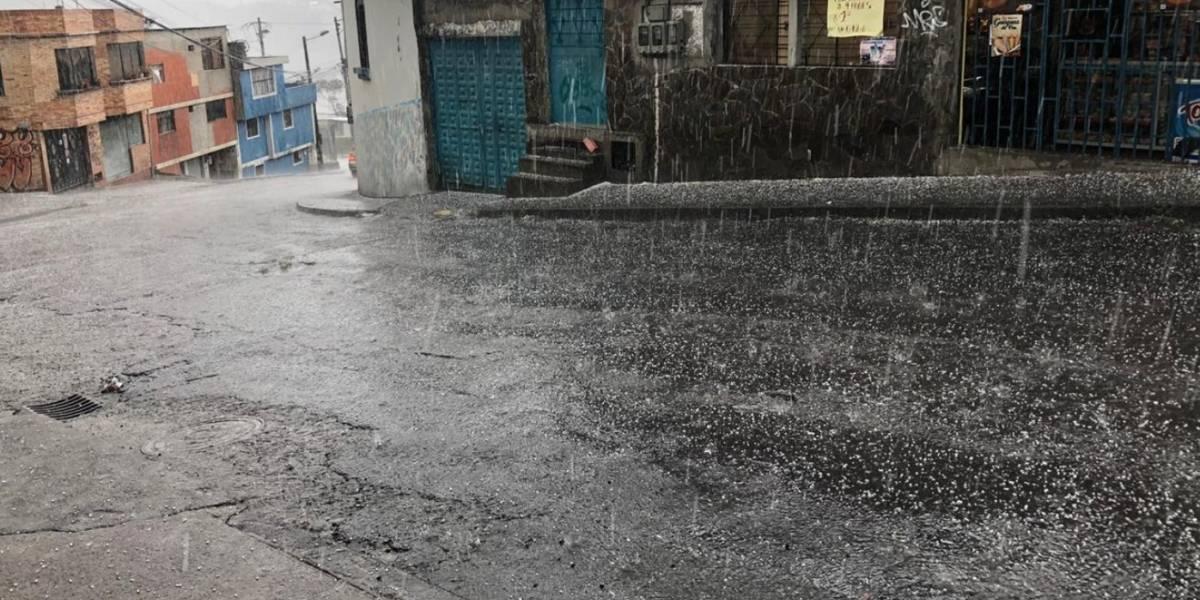 ¡Granizo y fuerte lluvia en Quito! Se mantendrá durante los próximos tres días, según el Inamhi