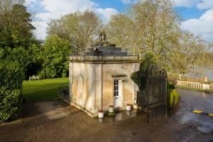Menor casa da Inglaterra é colocada à venda por quase 2 milhões de reais; veja fotos
