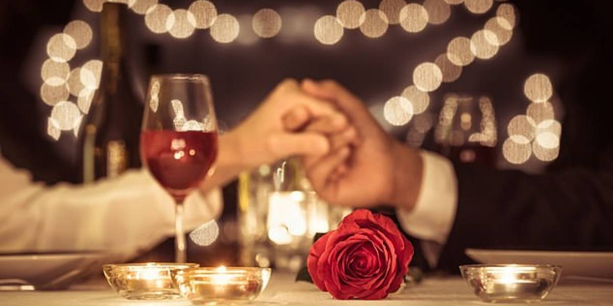 Una cena romántica sabe peor a media luz, de acuerdo con estudio