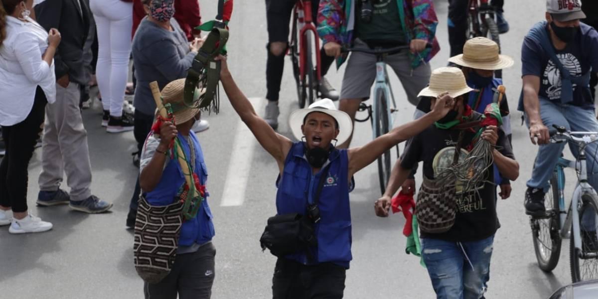 """Indígenas prometen """"fuete"""" si descubren infiltrados en la marcha de la minga"""