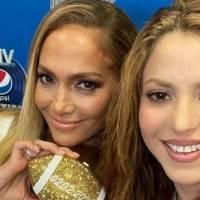 Jennifer Lopez y Shakira deslumbran al posar en mini faldas exquisitas para mujeres de 40 y 50 años