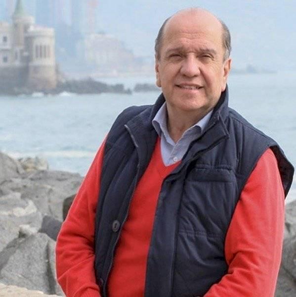 Gino Costa despide a Patricio Frez