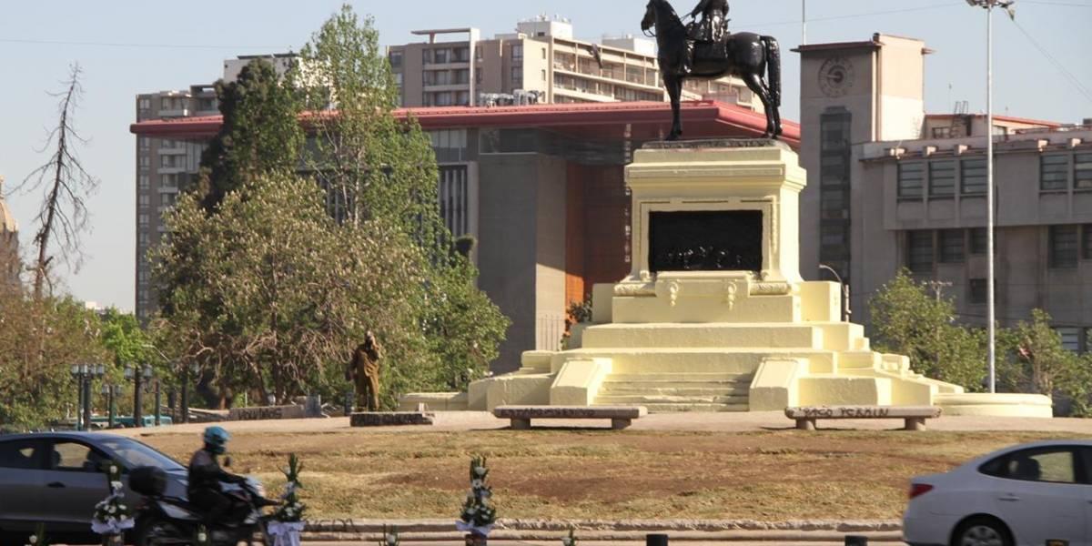 Partido de Kast le declara la guerra a la izquierda e instala flores en monumento a Baquedano