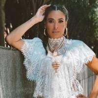 Galilea Montijo lleva el vestido menta perfecto para las morenas en otoño