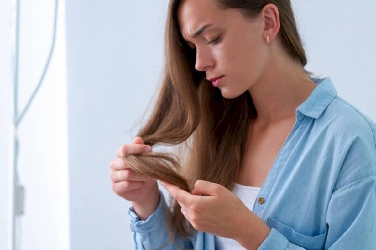 Con la mascarilla de aguacate lograrás sellar las puntas abiertas del pelo