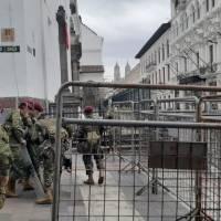 El Palacio de Carondelet está blindado de mallas metálicas y fuerte contingente de militares y policías ante anuncio de protestas