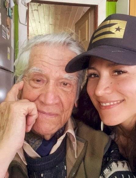 Loreto Aravena y su abuelo