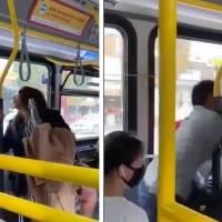 ¡Qué bárbara! Mujer es lanzada de un autobús después de escupirle a un pasajero