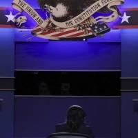 Segundo debate: Las redes aplauden a la moderadora Welker y se mofan de Melania y Donald Trump